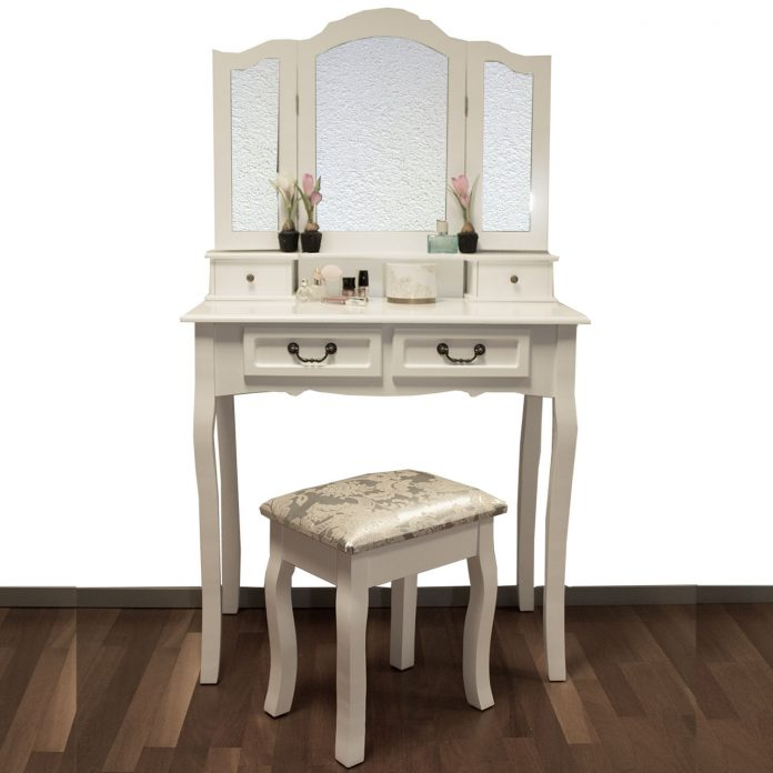 Originální toaletní stolek